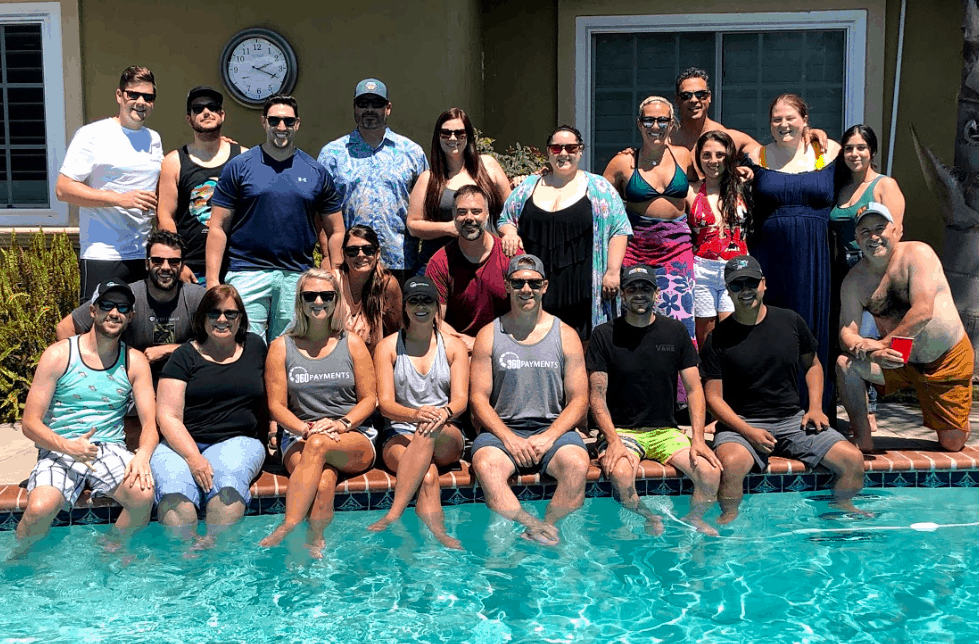 LOGAN - Pool Party Group